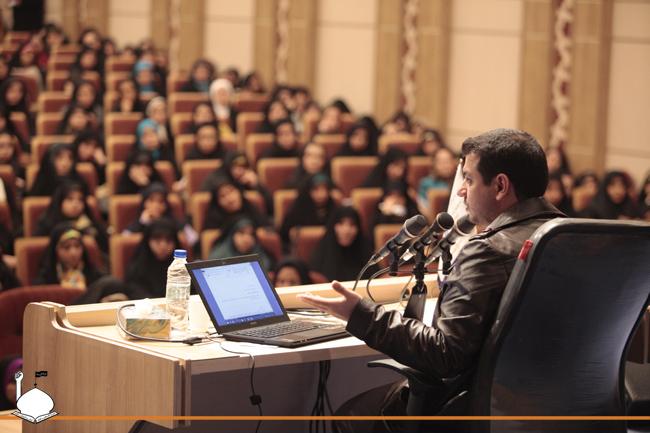 http://dl.masaf.ir/Ba-Ostad/Sokhanrani/Hamayesh-JonbeshMasaf/RevayateAhd/RevayateAhd-30/WwW.MaSaF.iR-REVAYAD-AHD-30-4.JPG