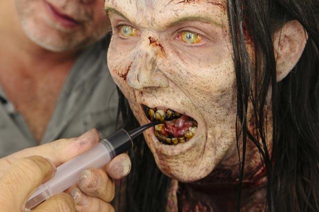 http://dl.masaf.ir/Ba-Ostad/Sokhanrani/Hamayesh-JonbeshMasaf/RevayateAhd/RevayateAhd-34/zombi%20(10).jpg