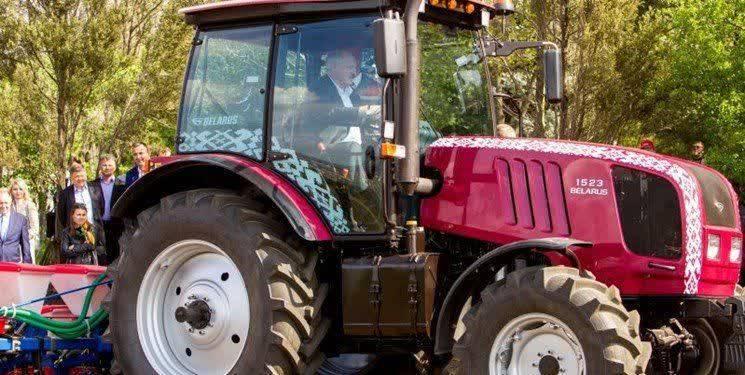 کار در مزارع؛ توصیه رئیس جمهور بلاروس به مردم برای شکست کرونا!