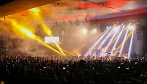 خوانندهها سخت مشغول کارند/ رکورد بلیت ۳۰۰ هزار تومانی برای کنسرت