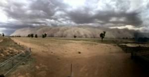 تصاویری هولناک از طوفان شنی که شهری کوچک در استرالیا را در بر گرفت.