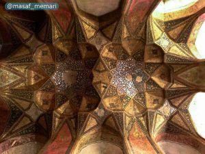 شکوه معماری ایران زمین در سقف هشت بهشت اصفهان خودنمایی میکند.